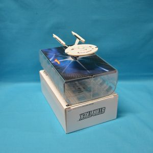 1:50 Hot Wheels - Star Trek Enterprise 1701 Refit in Space Dock