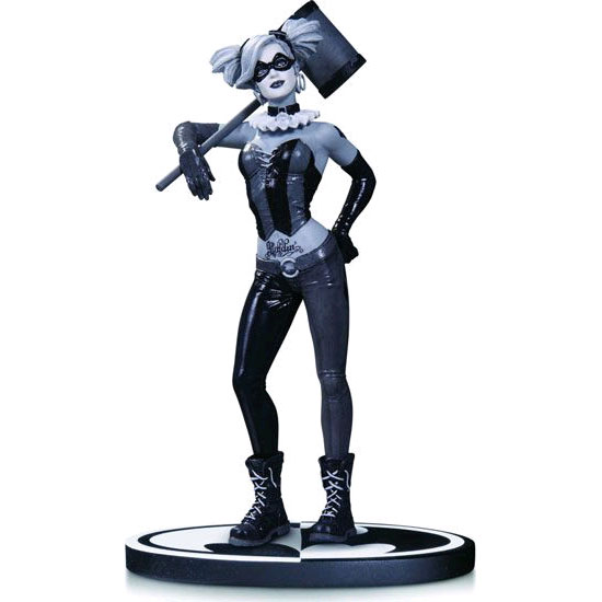 Batman - Black & White Harley Quinn Statue by Lee Bermejo