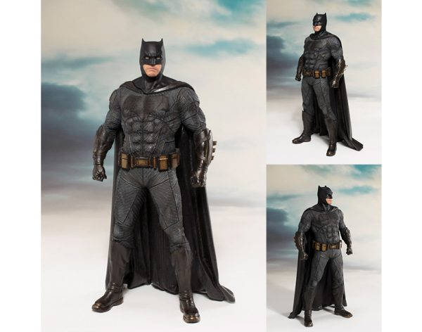 SV211 Batman 600x472 - Justice League Movie - Batman ArtFX+ Statue