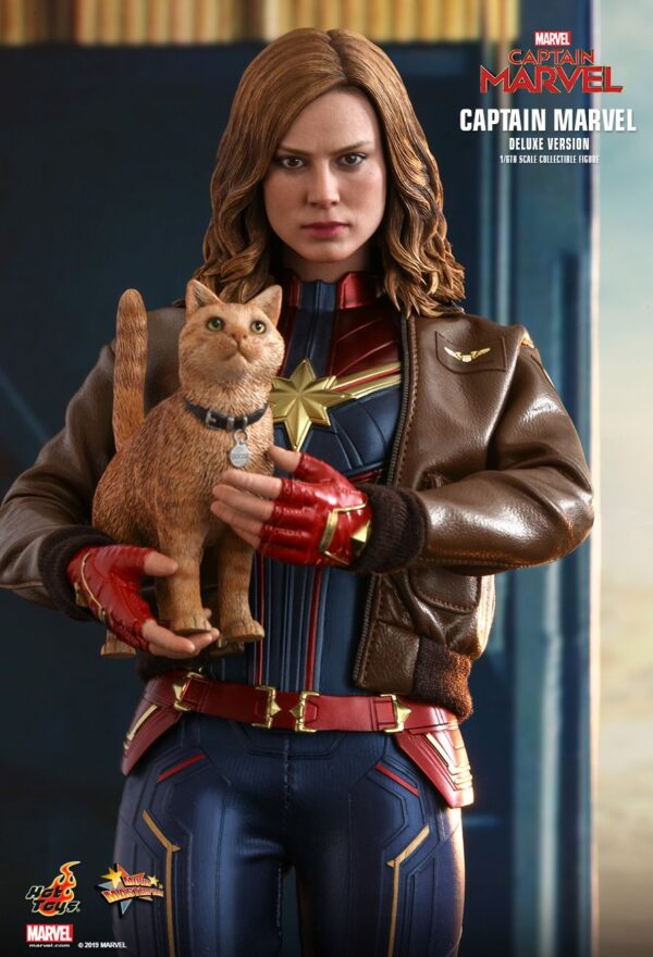 Captain Marvel (2019) - Captain Marvel Deluxe 1:6th Scale Hot Toys Action Figure