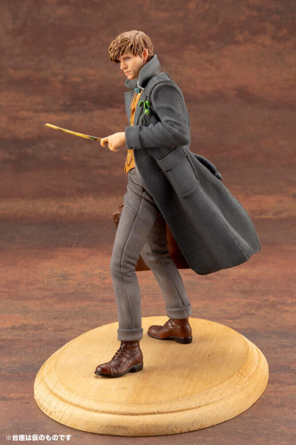 Fantastic Beasts: The Crimes of Grindlewald - Newt Scamander Statue