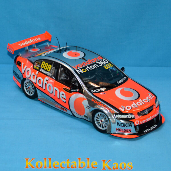 1:18 Classics - 2011 Holden VE Series II Commodore - Team Vodafone - Lowndes